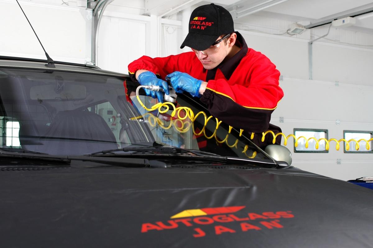 W Ultra Pęknięta szyba w samochodzie. Jak ją naprawić? DG03
