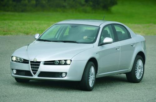 Fot. Alfa Romeo: Alfy Romeo słyną z agresywnej stylizacji i sportowego zacięcia. Nie inaczej jest w przypadku modelu 159.