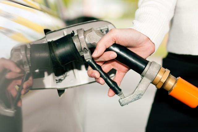 Autogaz to dalej najtańsza opcja dostępna na stacji benzynowej. Cena LPG zachęca kolejnych kierowców do zmian, jednak zmiany te powinny być rozważne. Wiele warsztatów nie ma odpowiedniego przygotowania. Kusi nas niska cena, ale wykonywanie tak skomplikowanych prac przez pracowników z małym doświadczeniem, w warsztatach bez odpowiednich autoryzacji może nas słono kosztować. Jak sprawdzić wykonawcę instalacji LPG? Sprawdź.   Fot. materiały partnera zewnętrznego