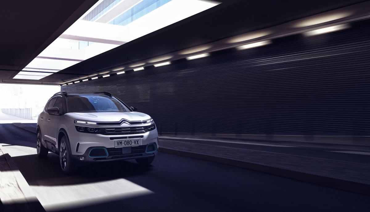 Auto zapoczątkowuje klasę samochodów ë-Comfort z całkowicie nowym komfortem jazdy i z napędem hybrydowym. Fot. Citroen