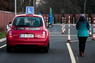Prawo jazdy. Dlaczego trudno zdać egzamin praktyczny? (video)