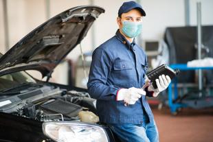 Naprawa samochodu. COVID-owe opłaty u mechaników – mit czy jednak prawda?