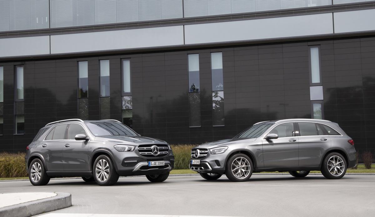 Od lewej: Mercedes GLE 350de i Mercedes GLC 300e. Fot. Daimler