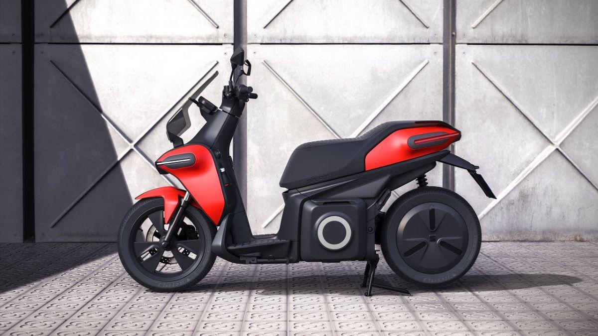 Seat informuje, że projekt e-Scooter to jego odpowiedź na rosnące zapotrzebowanie na bardziej zwrotne środki transportu.   Fot. Seat