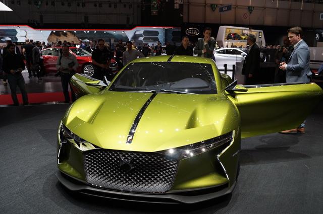 Dwumiejscowe auto waży 1800 kg. Za napęd odpowiada silnik elektryczny o mocy 402 KM i momencie obrotowym 516 Nm / Fot. Tomasz Szmandra