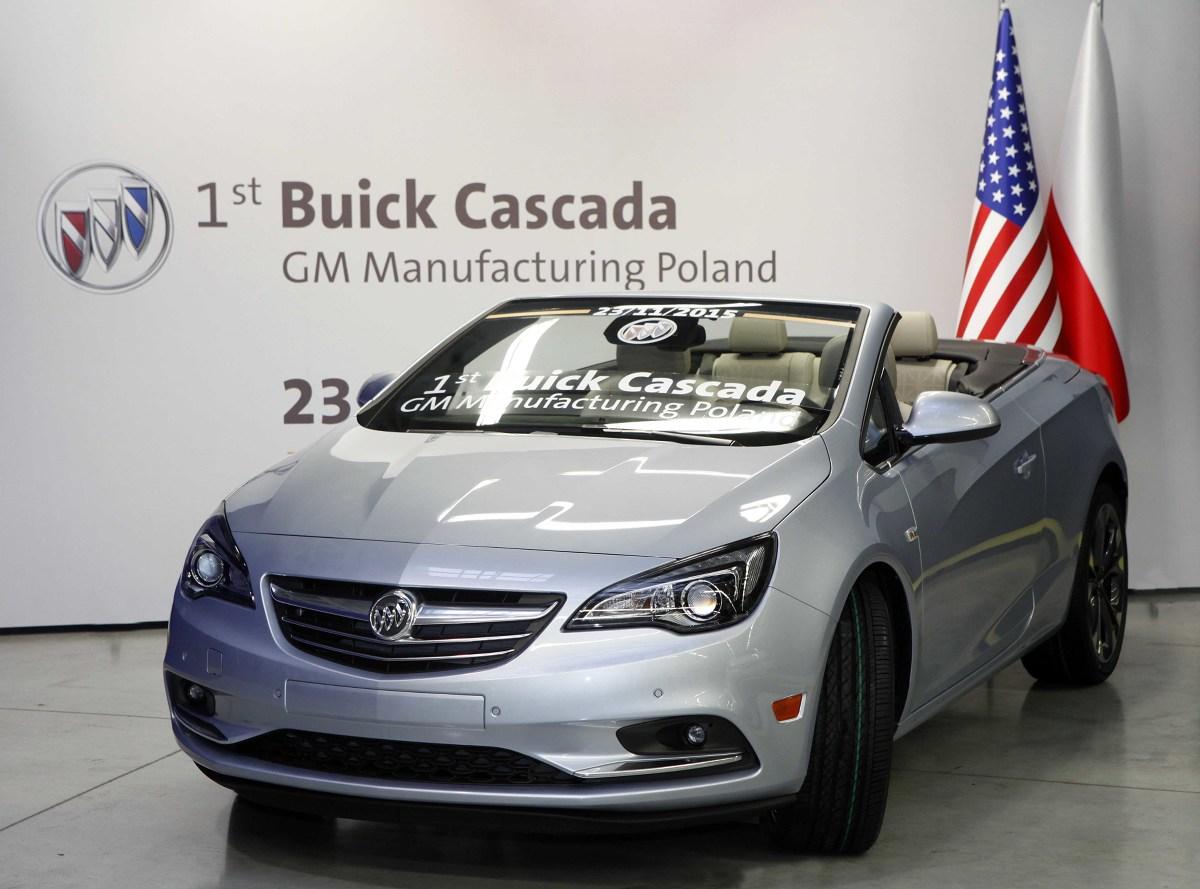 Z linii produkcyjnej zakładów w Gliwicach zjechał pierwszy Buick — kabriolet Cascada w srebrnym kolorze (flip chip silver), wyposażony w 20‑calowe dynamiczne, dwukolorowe obręcze kół z podwójnymi ramionami. Kabriolet przeznaczony na rynek północnoamerykański jest napędzany turbodoładowanym czterocylindrowym silnikiem 1.6 o mocy 200 KM, współpracującym z sześciobiegową przekładnią automatyczną / Fot. Opel