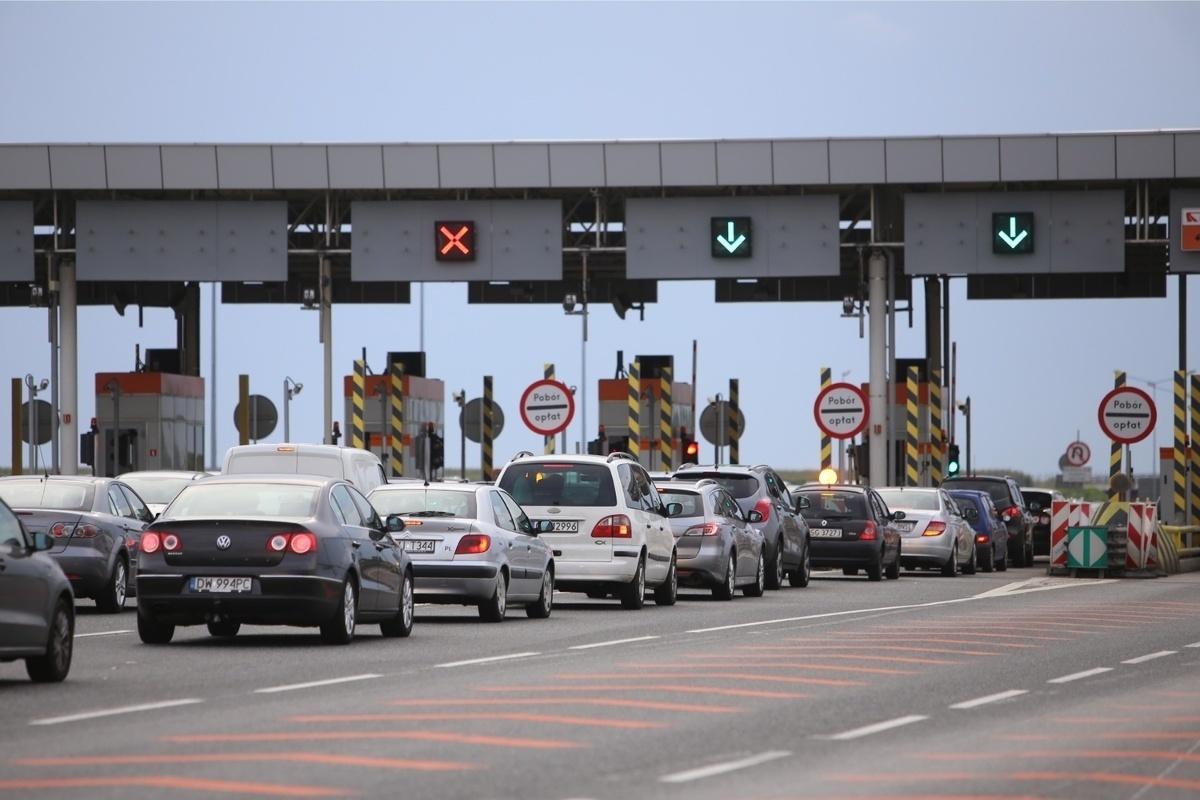 Operator autostrady A1 będzie musiał otworzyć w miesiącach wakacyjnych bramki poboru opłat jeśli czas oczekiwania na uiszczenie opłaty przekroczy 25 minut!  Fot. Marzena Bugala-Azarko/Polskapress