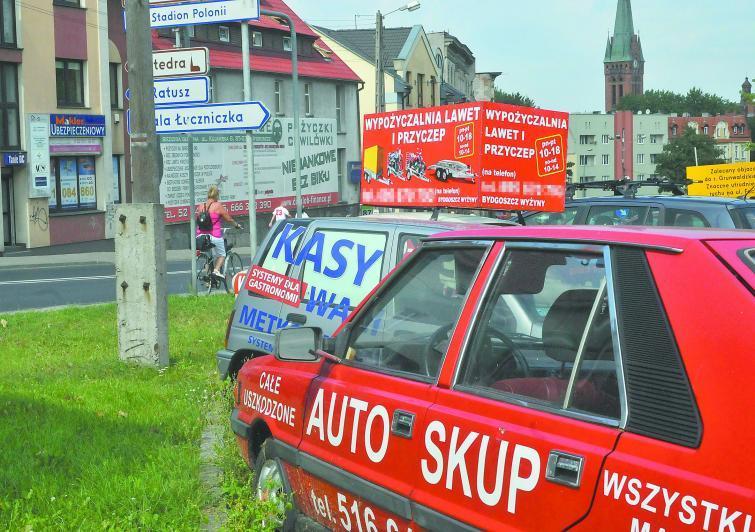 Auta-reklamy. Szpecą miasto ale mandatu dostać nie mogą