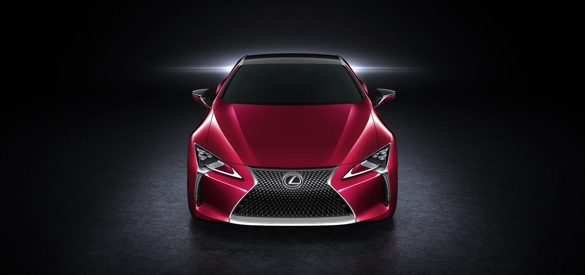 Wiceprezes Lexus International Mark Templin mówi, że wobec ogromnego zainteresowania klientów sprzedaż Lexusa LC 500 może przekroczyć oczekiwania, zwłaszcza w USA. Firma spodziewa się również, że Lexus LC 500 pozyska dla japońskiej marki zupełnie nowych klientów / Fot.   Lexus