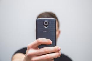 Selfie. Volvo przekonuje, że jedno selfie może uratować komuś życie