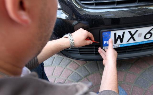 Kradzież tablic rejestracyjnych, utrata dowodu - radzimy, co robić