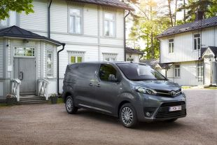 Toyota Hiace. Debiut 17-osobowego vana