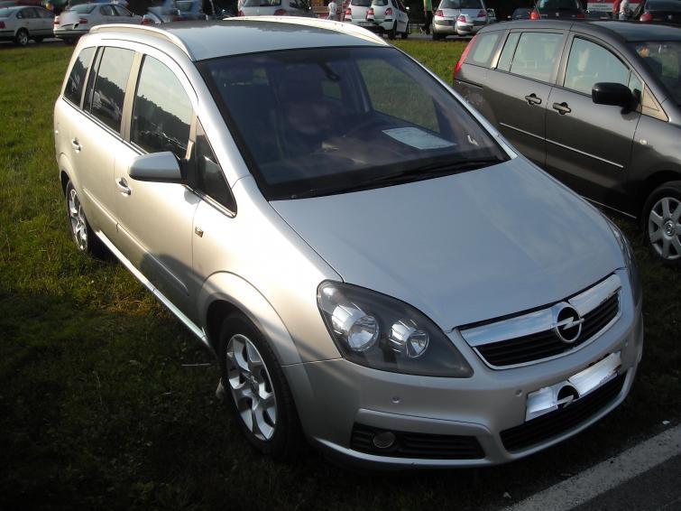 Giełdy samochodowe w Kielcach i Sandomierzu (14. 08) - ceny i zdjęcia