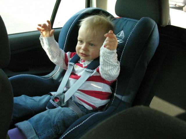 Jak wybrać fotelik samochodowy dla dziecka? Poradnik