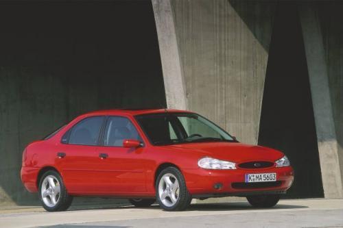 Fot. Ford: Ford Mondeo produkowany w latach 1996 – 2000 oferowano z bogatą gamą jednostek napędowych i wyposażenia.