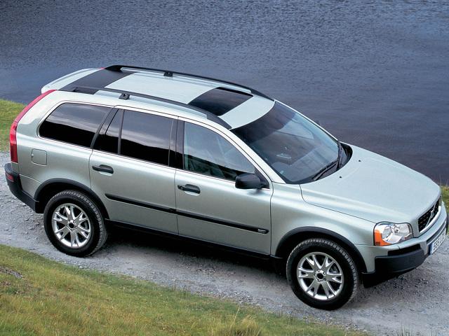 Używane Volvo XC90 (2002-2014)  Pierwszą generację luksusowego SUV-a Volvo produkowano aż 12 lat, co dowodzi atrakcyjności tego auta. Ale nie każdy może sobie pozwolić nawet na używane XC90 - eksploatacja i naprawy kosztują krocie.  Fot. Volvo