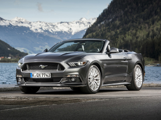 zdjęcie Ford Mustang Convertible