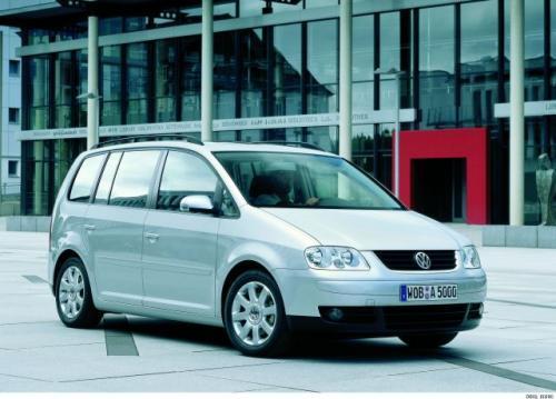 Fot. VW: Touran to pierwszy minivan Volkswagena. Wykorzystuje płytę podłogową Golfa V.