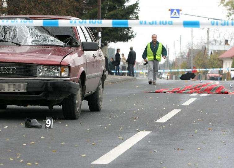 Pieszy potrącony przez samochód jadący 50 km/h ma niewielkie szanse na przeżycie