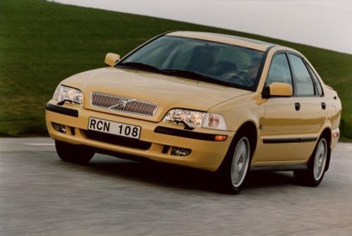 Fot. Volvo: Volvo S40 to sedan produkowany od 1995 r. Na zdjęciu model z 2001 r. -  po face liftingu.