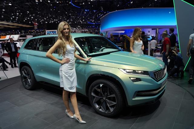 Skoda VisionS  Skoda przymierza się do wprowadzenia na rynek dużego SUV-a. Jego przedsmakiem jest VisionS – prototyp, który był ozdobą stoiska czeskiej marki na Salonie Samochodowym w Genewie.  Fot. Tomasz Szmandra
