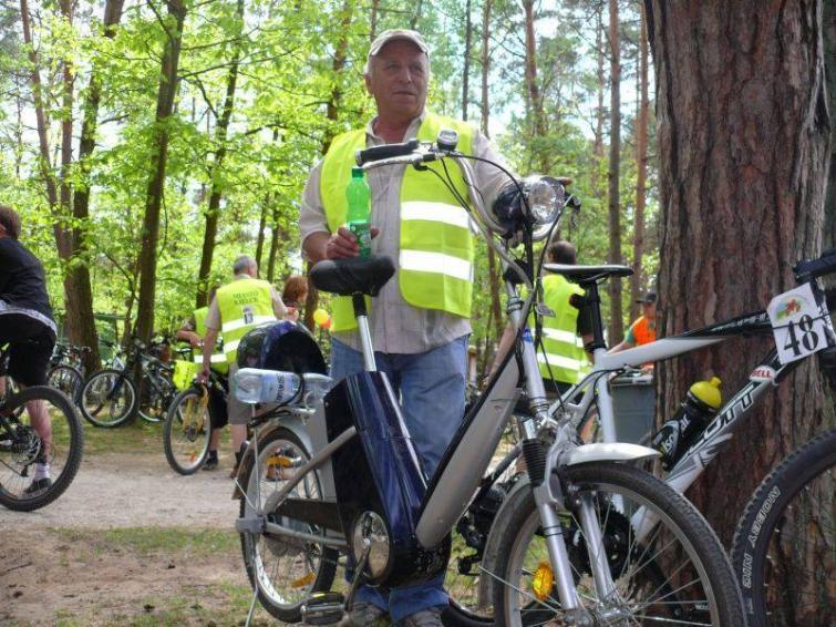 Elektryczny rower - nie motocykl, ale też nie bicykl