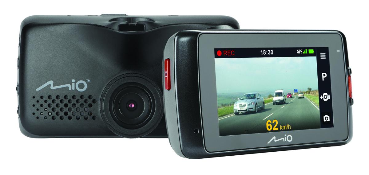 Czy ma sens instalacja samochodowego wideorejestratora z podwójną kamerą? Nasz test udowadnia, że tak, nawet biorąc pod uwagę, że koszt takiego zestawu jest dużo wyższy.  Fot. Mio