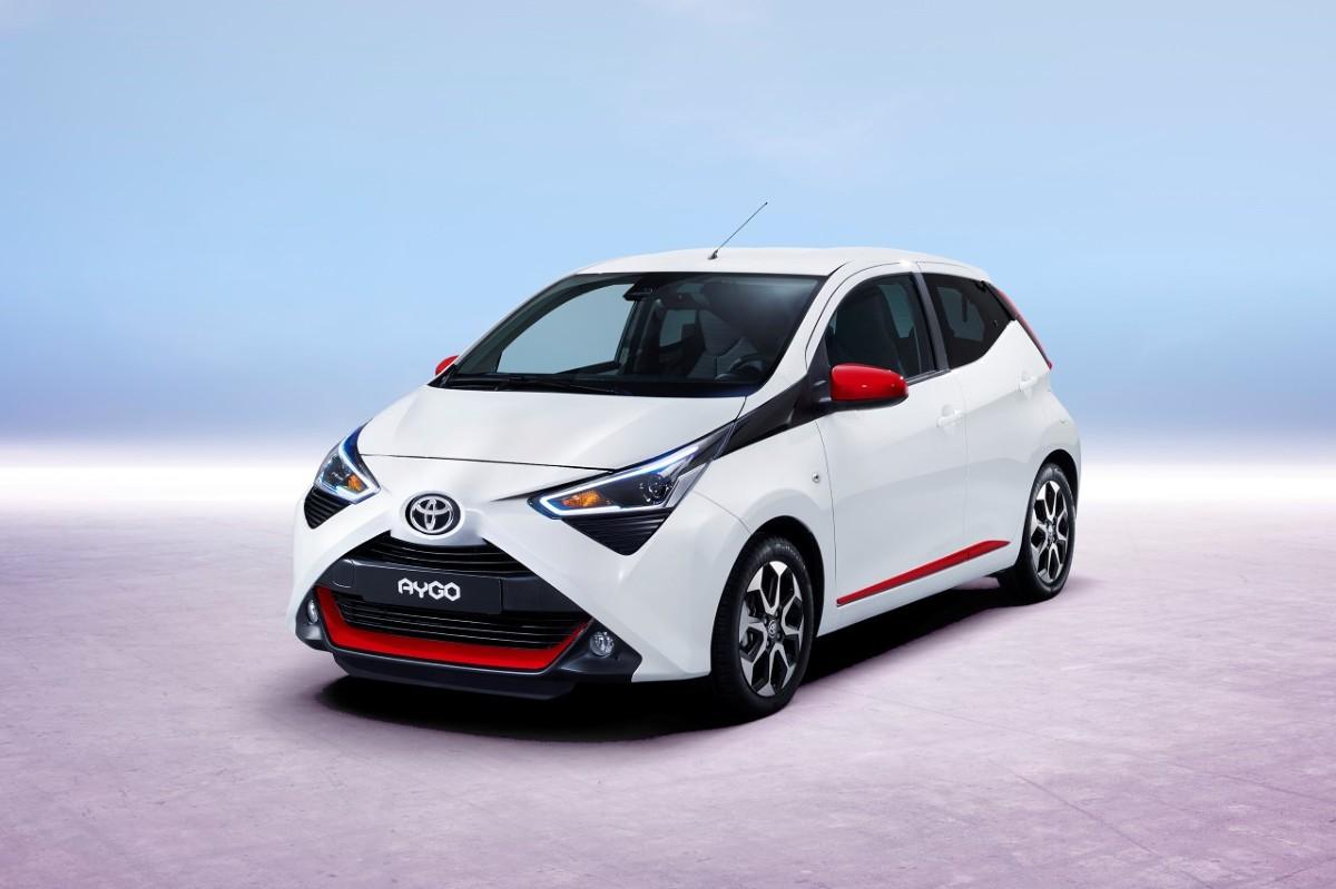 Toyota Aygo   Moc silnika została zwiększona do 72 KM (53 kW) przy 6 000 obr./min., zaś moment obrotowy wynosi 93 Nm przy 4 400 obr./min. Samochód przyspiesza od 0 do 100 km/h w 13,8 s (o 0,4 s szybciej) i rozpędza się do 160 km/h  Fot. Toyota