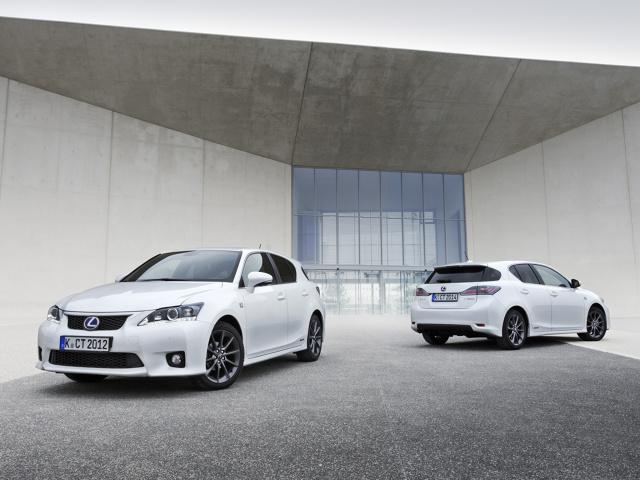 To jedna z niewielu hybryd segmentu premium w kompaktowym nadwoziu. Lexus CT200h jest obecny na rynku od 10 lat. Ten samochód jest dobrym pomysłem na miejską, oszczędną jazdę w komfortowym wydaniu. Fot. Lexus