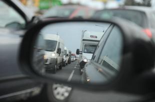 Podróż samochodem na wakacje. Jak się przygotować? (video)