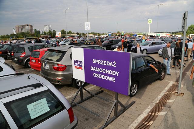 Zakup samochodu na polskim rynku wtórnym to operacja obarczona dużym ryzykiem. Zestaw oszustw i sztuczek sprzedających jest imponujący, trzeba bardzo uważać.  Fot. Anatol Chomicz