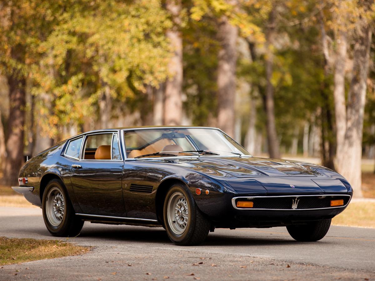 """Maserati Ghibli  Ghibli jest u nas szerzej znane m.in. dzięki Zdzisławowi Podbielskiemu, który wymienił je w książce """"Pojazdy włoskie"""" jako, cyt.: """"typowego przedstawiciela samochodów osobowych marki Maserati"""". Jednak będąc jednym z najbardziej udanych i w sumie najpopularniejszych modeli, Ghibli jest cenione na całym świecie. Firma dwukrotnie powracała do tej nazwy, wykorzystując jej potencjał w iście amerykańskim stylu.  Fot. Maserati"""