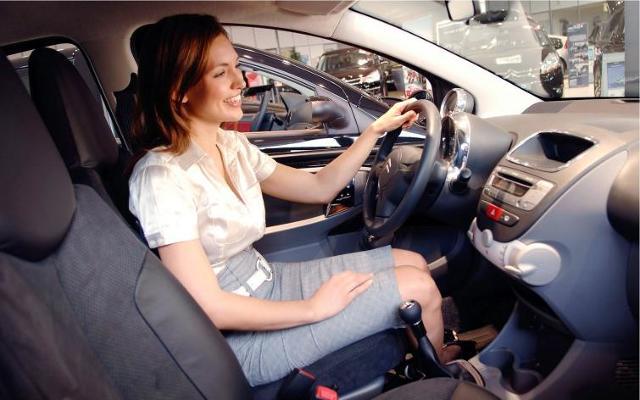 Polka kupuje auto. Liczy się wygląd, potem technika