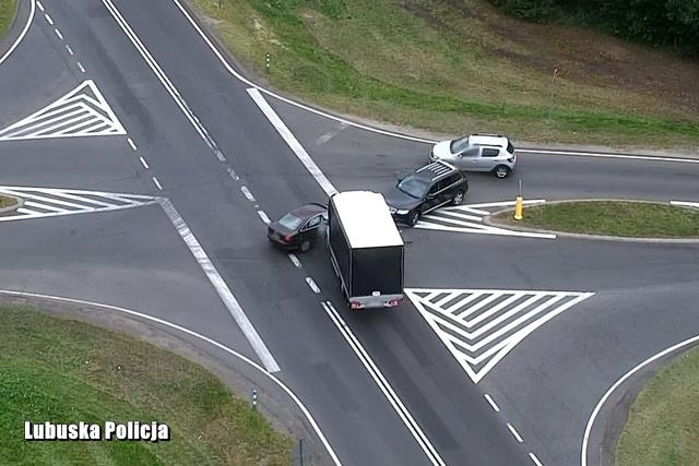 Od pewnego czasu lubuscy policjanci ruchu drogowego patrolują drogi i ulice dzięki wykorzystaniu nowoczesnego drona. Jednak czasami zarejestrowany materiał może zadziwić nawet i nich. Fot. Policja