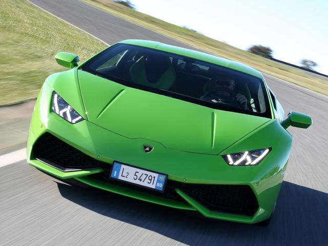 Standardowo za napęd odpowiada 5,2-litrowy motor V10 o mocy 610 KM i 560 Nm maksymalnego momentu obrotowego. Okazuje się, ze parametry można jeszcze poprawić, gdyż udało się uzyskać 1088 KM i 1000 Nm.  Huracan LP610-4 / Fot. Lamborghini
