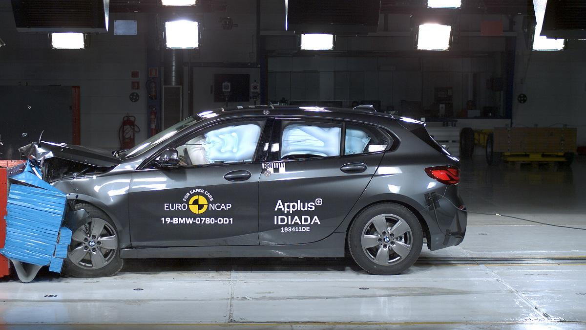 BMW serii 1 w teście zderzenia czołowego z przeszkodą. Fot. Euro NCAP