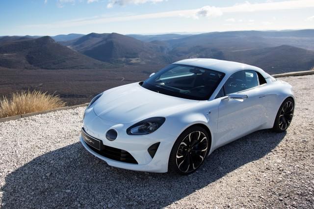Cena samochodu będzie kształtować się pomiędzy 45 a 60 tysięcy euro, a Alpine Vision będzie konkurentem m.in. Porsche Cayman GT4 / Fot. Alpine