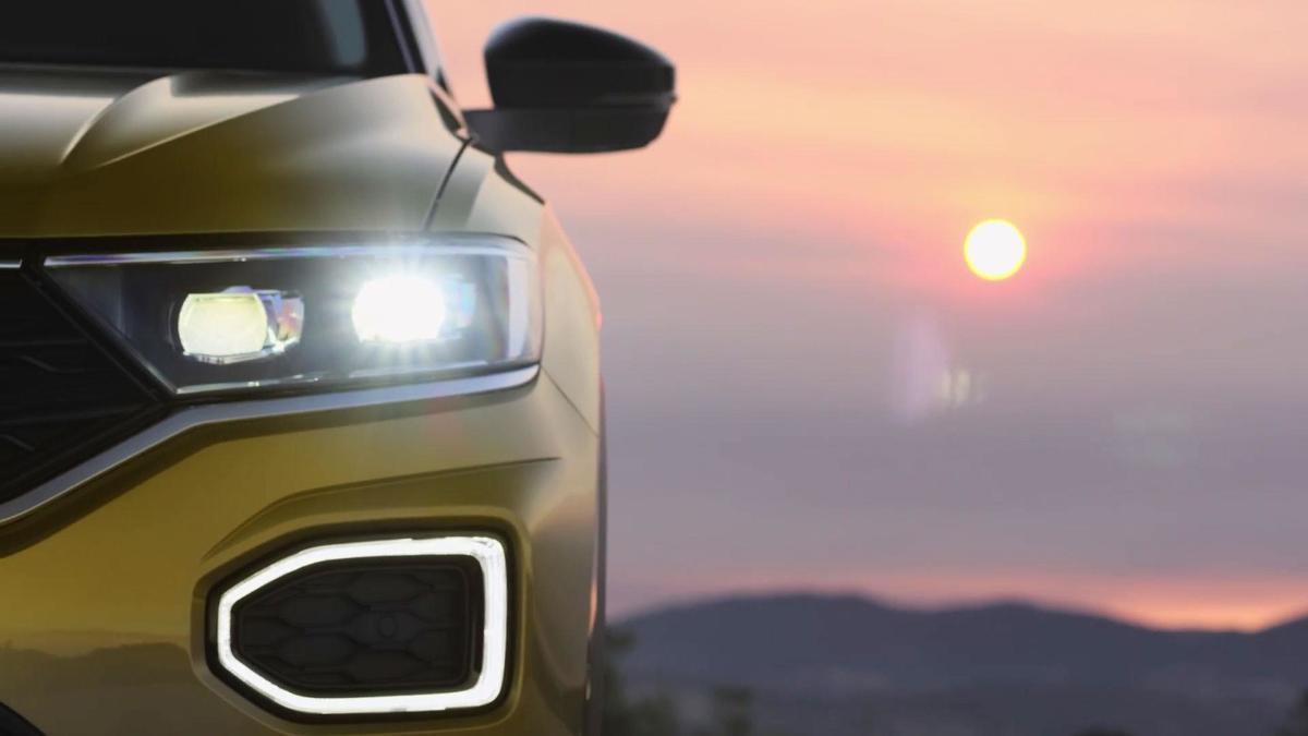 Volkswagen T-Roc  Nowość Volkswagena ujrzy światło dzienne w pełnej okazałości już 23 sierpnia. Tymczasem producent podgrzewa atmosferę przed premierą.   Fot. Volkswagen