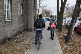Kiedy rowerem można jechać po chodniku?