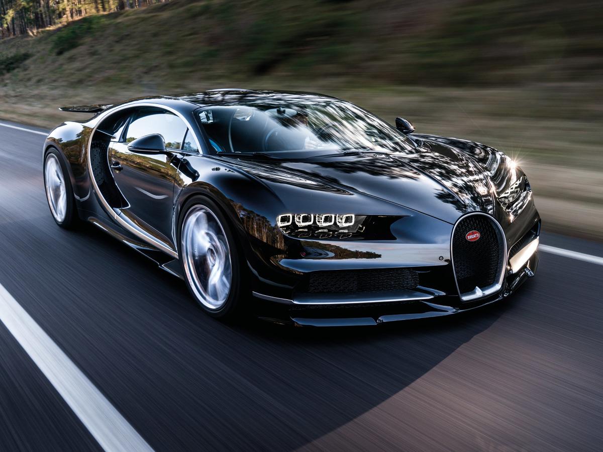 Bugatti Chiron  Bugatti Chiron przyspiesza od 0 do 100 km/h w czasie 2,5 s. Warto dodać, że prędkość 200 km/h jest osiągana w zaledwie 6,5 s od startu, natomiast 300 km/h pojawia po 13,6 s  Fot. Bugatti