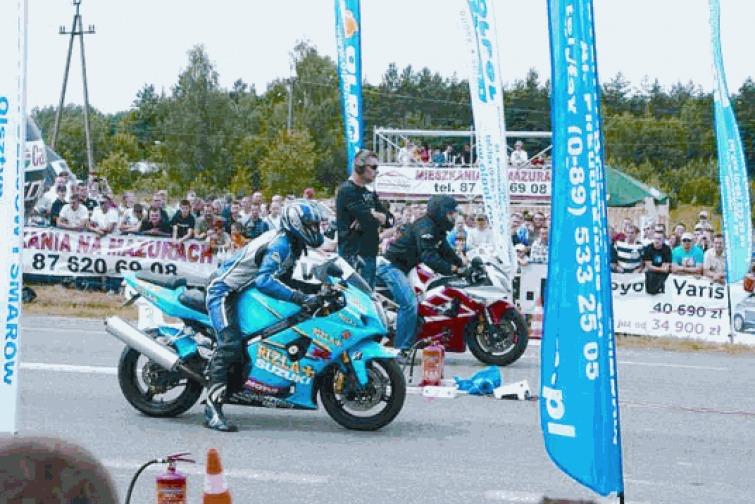 Wyścigi uliczne i samochód odrzutowy na Mazurskim Moto Show