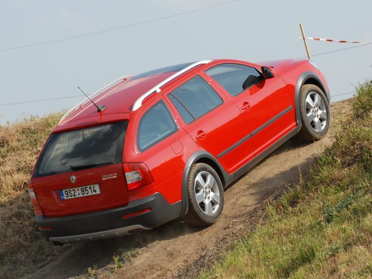 Skoda, Fiat – sprawdź, jakie samochody najchętniej kupują Polacy