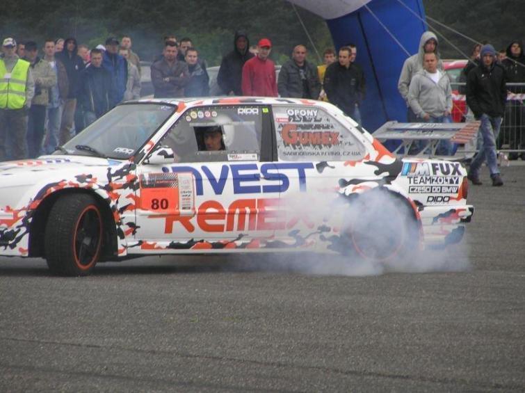 Kamień Śląski: sprint samochodowy i zlot samochodów BMW