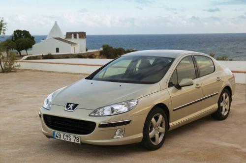 Fot. Peugeot: Peugeot 407 ma klasyczne nadwozie sedan z charakterystycznym wlotem powietrza.