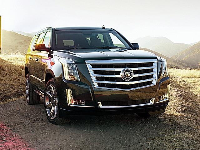 1. Cadillac Escalade 2012-2013 Dawno temu stracił skrzydła, ale wciąż mierzy wysoko. Cadillac, najbardziej luksusowa marka Ameryki fascynuje stylizacją i znakomicie dobranymi, mocnymi silnikami. W Polsce najpopularniejsza jest terenówka Escalade. Zadebiutowała w 1998 r., a obecna, trzecia generacja powstaje od 2007 r. Jak na amerykańskiego SUV-a przystało, Escalade dostępny jest w wersji 4x4 lub tylko z napędem tylnej osi oraz jako wydłużony model ESV i pick-up EXT.