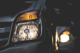 Ustawienie świateł w aucie. Darmowe kontrole oświetlenia