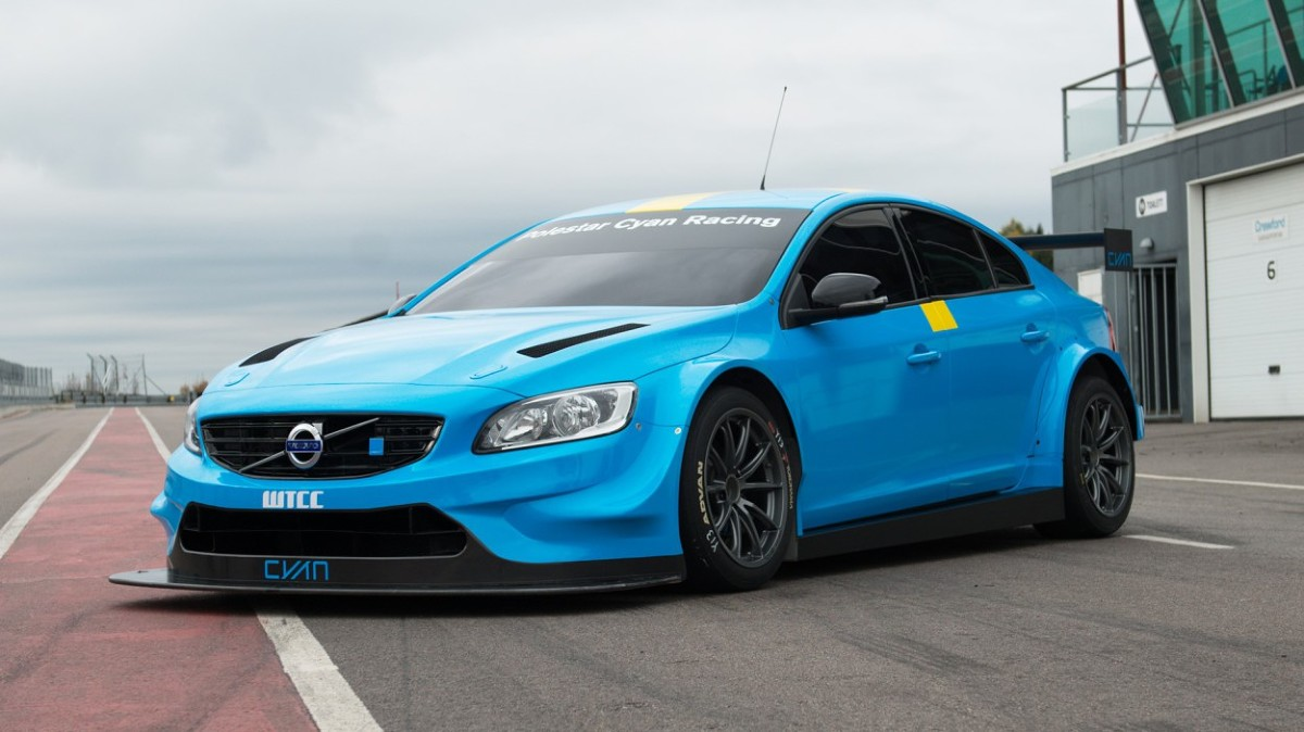 Volvo S60 WTCC  Szwedzka obsada zespołu Polestar Cyan Racing będzie walczyła w nadchodzącym sezonie o laury w prestiżowym cyklu WTCC. Uznani kierowcy Thed Björk i Fredrik Ekblom podpisali wieloletnie kontrakty z silnym postanowieniem wsparcia rozwijającego się programu wyścigowego Volvo.