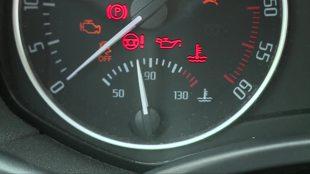 Przegrzanie silnika. Jak sobie poradzić w awaryjnej sytuacji? (video)