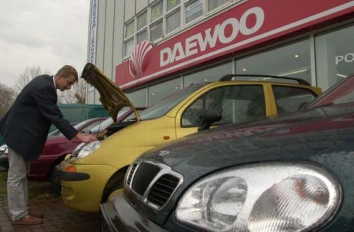 """Fot. Paweł Nowak: To już ostatnie podrygi napisów """"Daewoo"""". Warszawska fabryka Daewoo-FSO wróciła do historycznej nazwy FSO, co nie zmienia faktu, że nadal poszukuje inwestora strategicznego. Czy będzie nim chiński Shanghai Automotive Industry"""