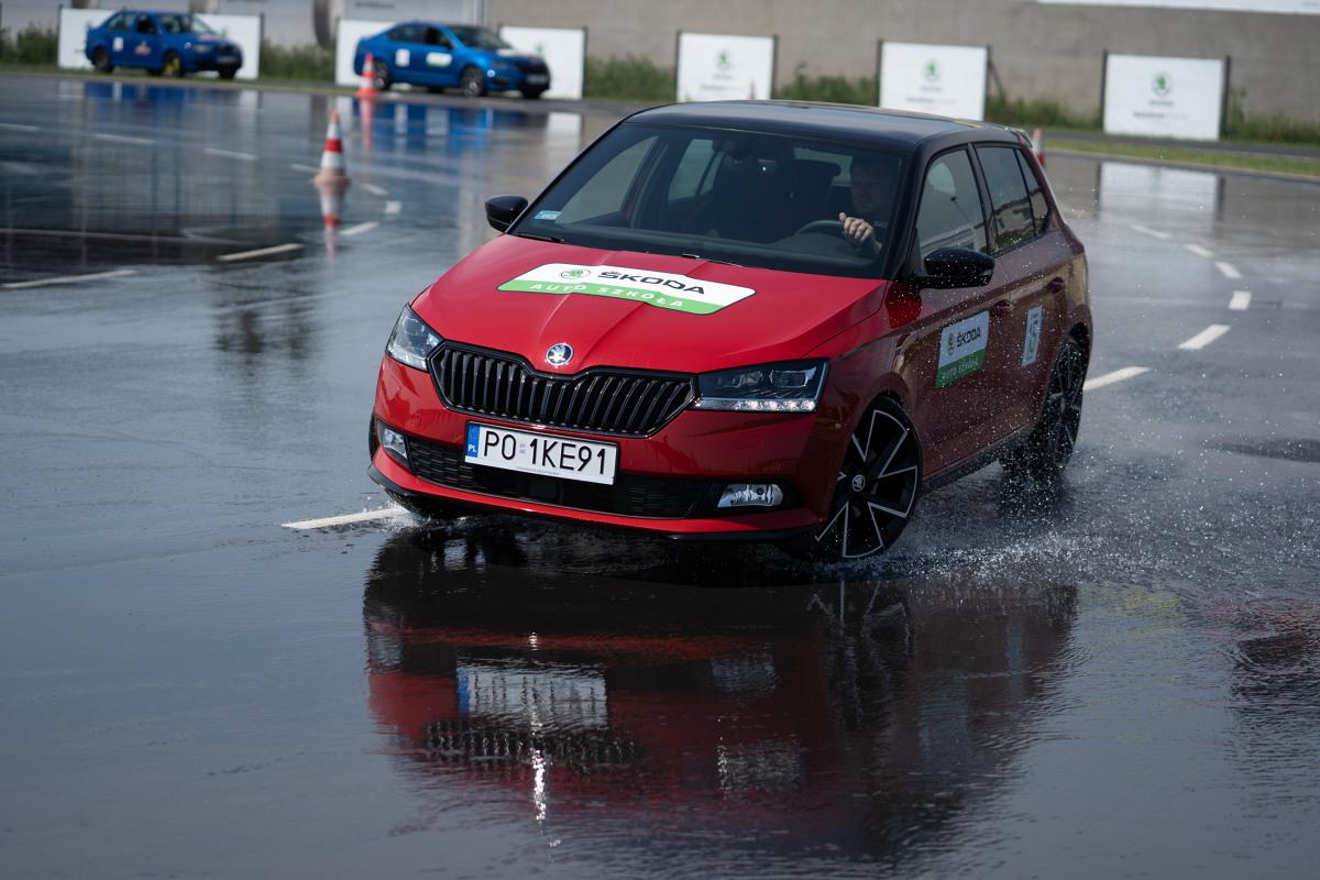 Projekt Skoda Auto Safety w Polsce istnieje od 15 lat. Inicjatorzy tego przedsięwzięcia podsumowali jego dotychczasową działalność oraz zaprezentowali, w jaki prowadzone są szkolenia bezpiecznej jazdy.  Fot. Skoda